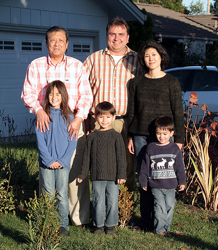 Shen Yinchun 沈荫椿, Yuri Panchul, Sayaka Panchul and children. Sunnyvale, California, November 10, 2007.